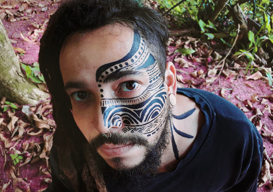Traço Ancestral 🚩 One Person Portrait Looking At Camera Adults Only Adult Front View Young Adult Outdoors Headshot People Day Close-up Posca Indegenous Indegenous Roots Pinturas Bodypaint Bodypartphotography Bodypainting Outdoor Human Body Part Adult Futuristic Human Face EyeEmNewHere EyeEmNewHere EyeEm Diversity