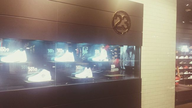 Sneakerhead  Sneakersaddict Jordans Jordan's  Caesarspalace