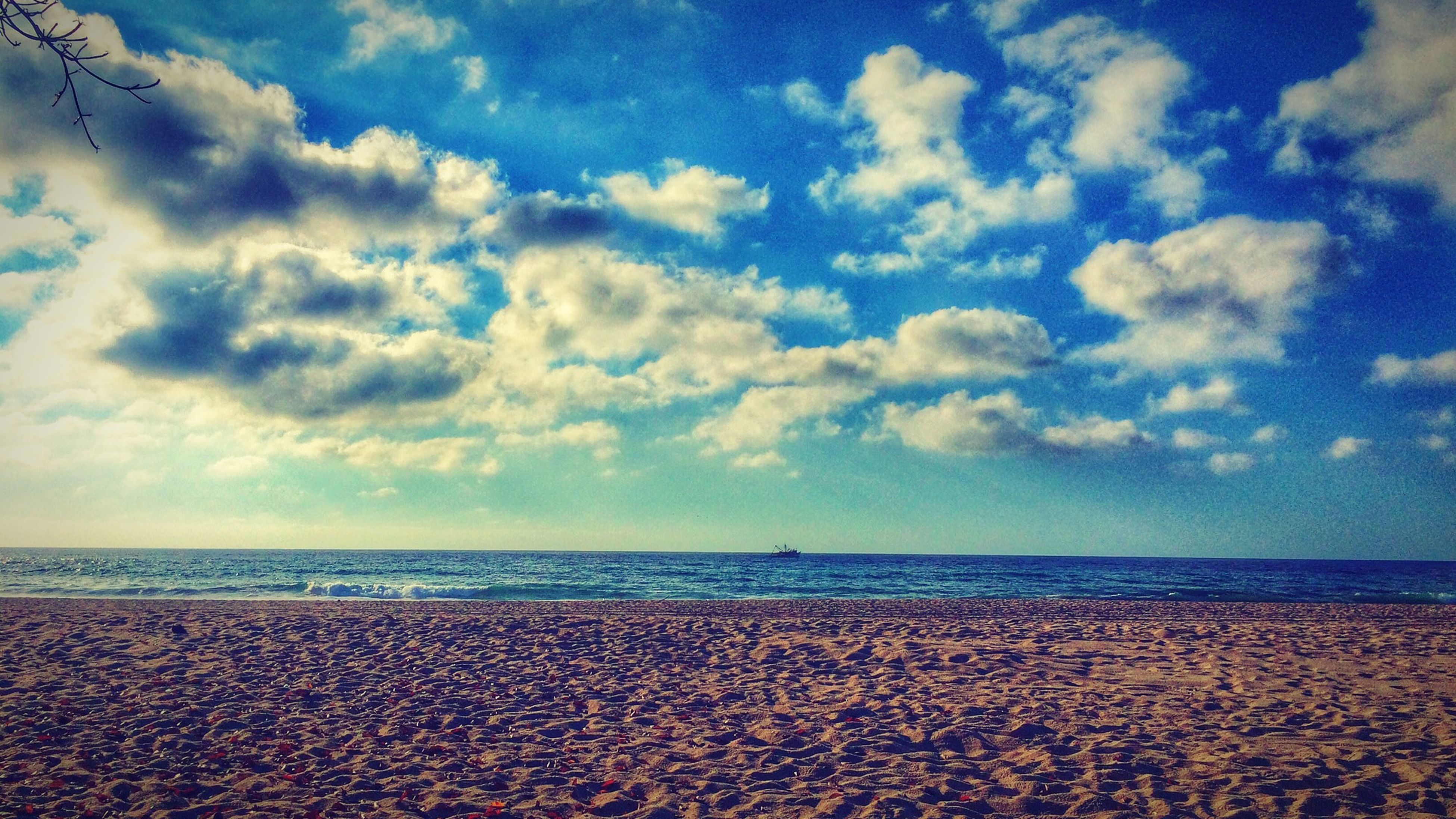 sea, beach, horizon over water, sky, water, shore, tranquil scene, scenics, tranquility, beauty in nature, sand, cloud - sky, nature, cloud, idyllic, cloudy, coastline, calm, remote, outdoors