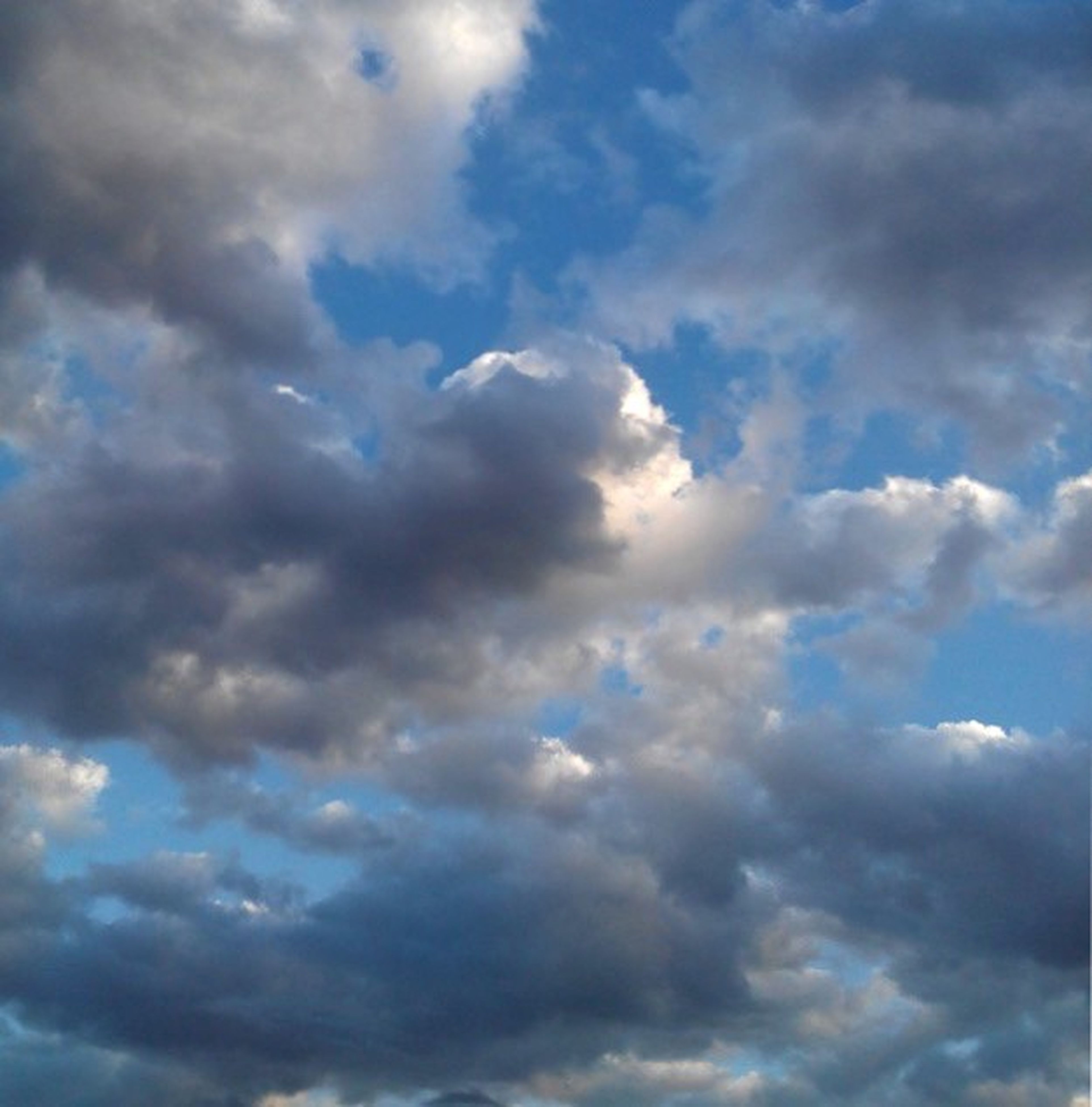 cloud - sky, sky, sky only, cloudy, low angle view, cloudscape, beauty in nature, scenics, tranquility, nature, tranquil scene, backgrounds, weather, cloud, full frame, blue, idyllic, overcast, dramatic sky, majestic