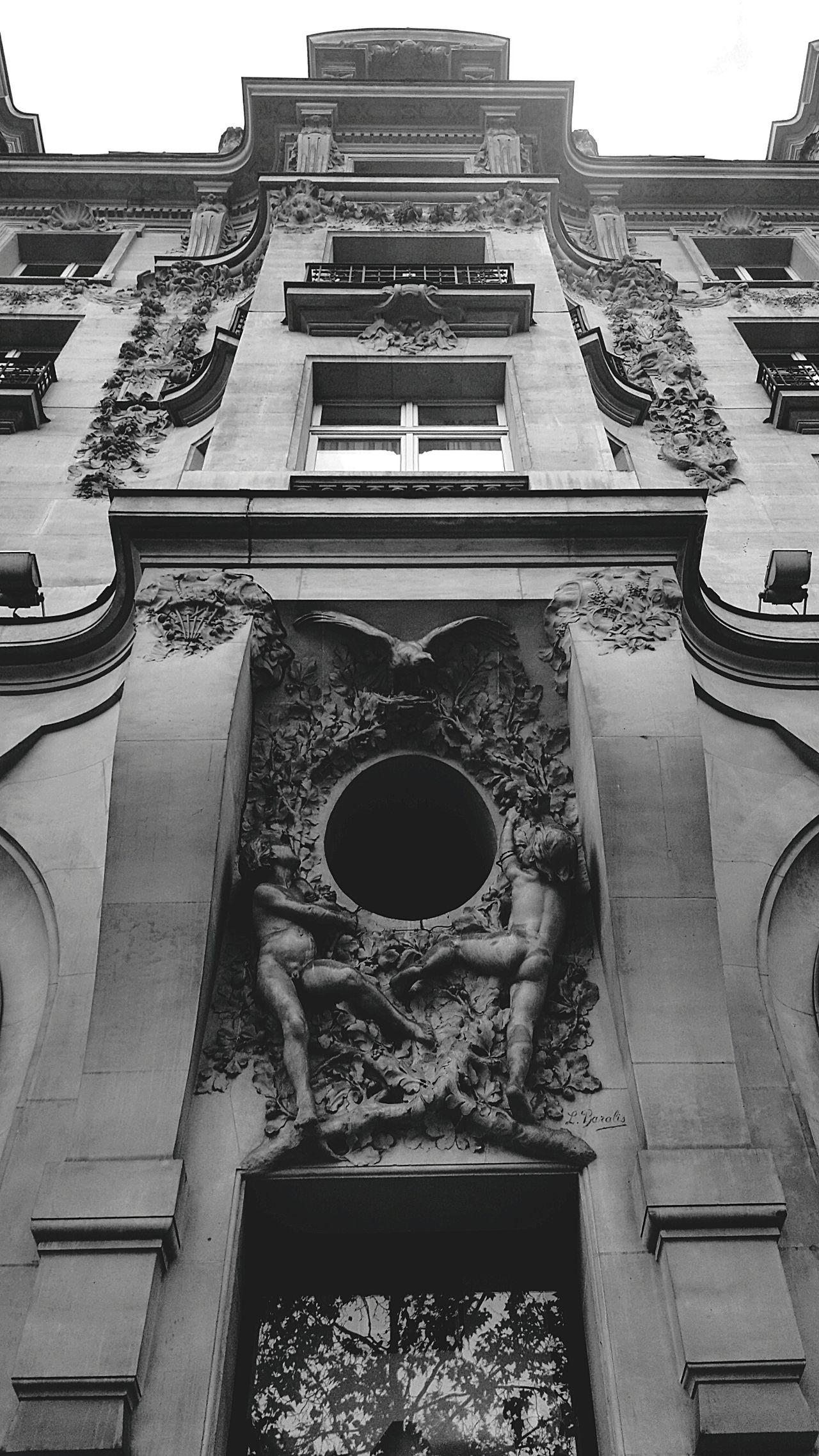 Oct 2016 Paris City Paris, France  Travel Destinations Architecture Travel Street French Streetphotography Built Structure Wanderlust Samsungphotography Samsung Galaxy S6 Edge Champs-Élysées  No People Building Exterior Building