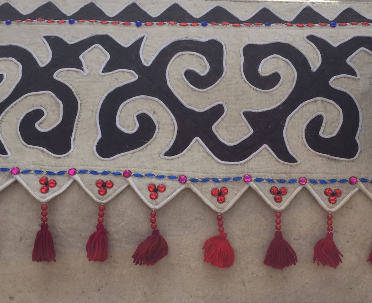 Pattern Pieces Art And Craft Backgrounds BeSpoke Bishkek Kyrgyzstan Close-up Communication Creativity Design Ethnic Craft\\\ Felt High Angle View Leatherwork, Hand Made, Pattern Pattern Pieces Red Sign Symbol Textured  Wall IPS2016Texture