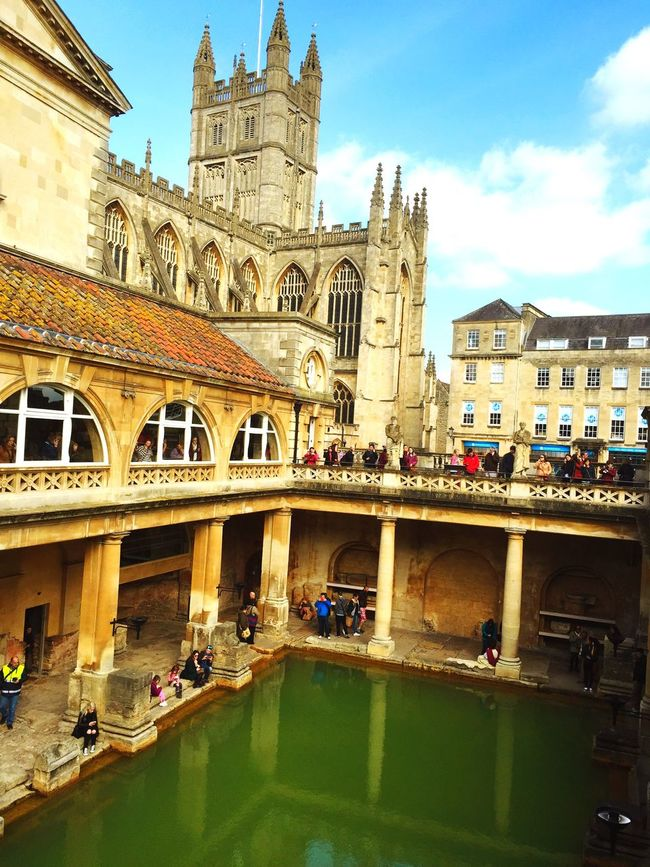 Roman Bath is so amazing and beautiful place😄 Check This Out Relaxing Taking Photos Enjoying Life England Traveling Bath Roman Bath Beautiful Amazing
