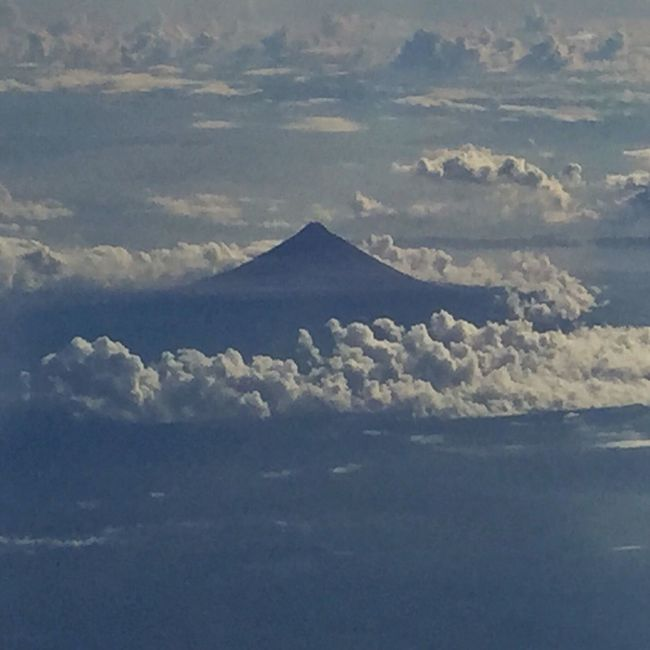 Mayon Volcano, Legazpi , Albay... View from the clouds ! The world's most perfect cone shaped active volcano! LLLimages Tranquility Ontopoftheworld Iphoneonly Serenity Mayon Volcano Philippines MayonVolcano😍🌋 LegazpiCityAlbay A Bird's Eye View Color Palette Eyeemphoto