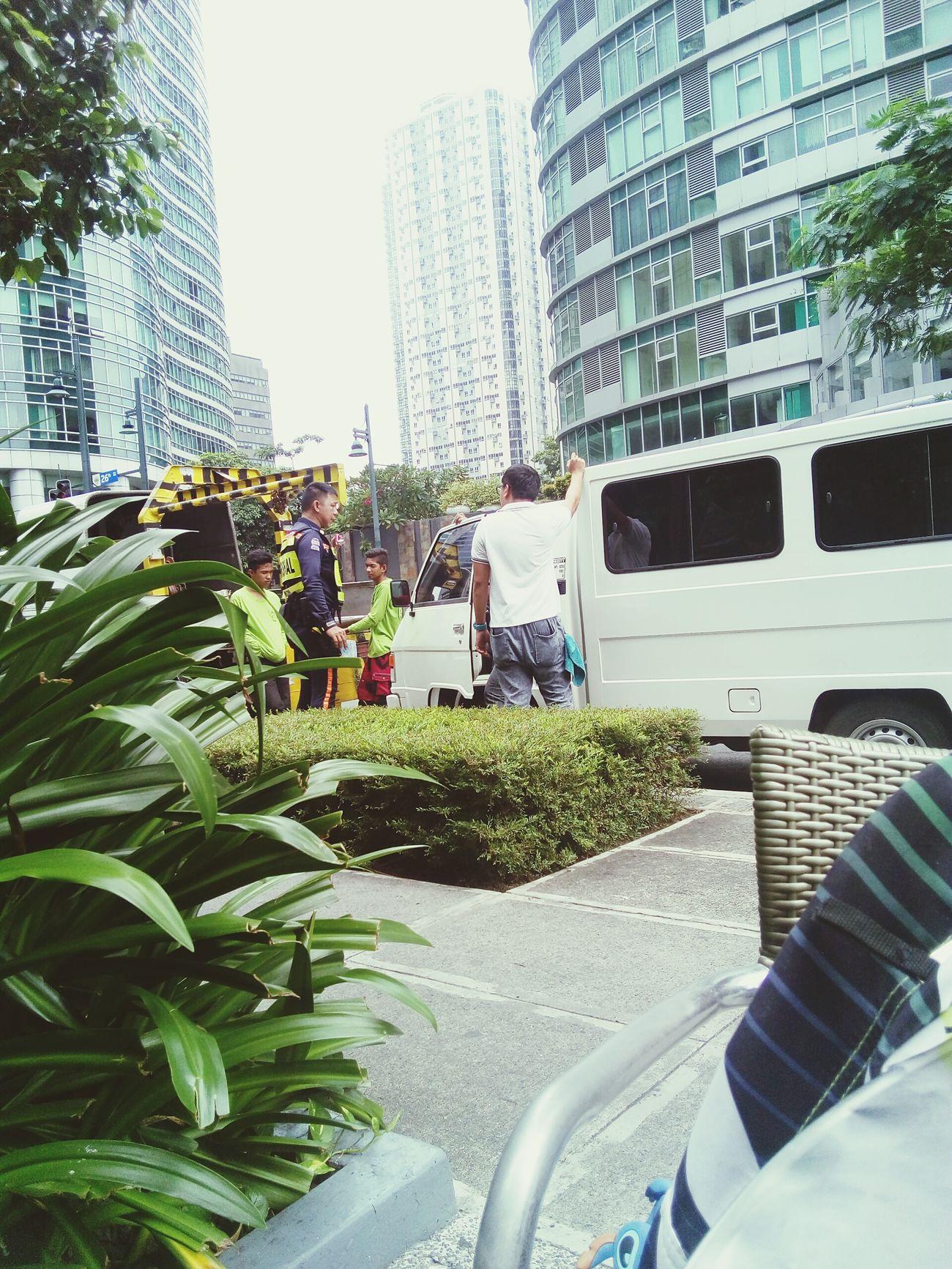 Bgc's finest. Bullying. Ang daming naka park sa sidewalk si kuya na mahirap ang ponag initan.
