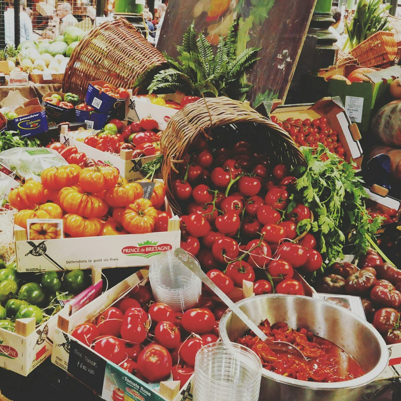 food, food and drink, freshness, healthy eating, variation, vegetable, retail, choice, market, fruit, abundance, for sale, basket, large group of objects, market stall, tomato, no people, indoors, price tag, day, supermarket