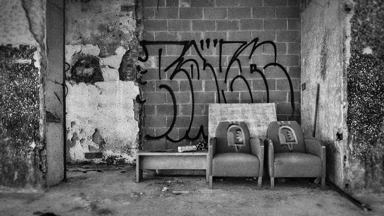 graffiti, abandoned, no people, weathered, text, architecture, built structure, day, building exterior, outdoors