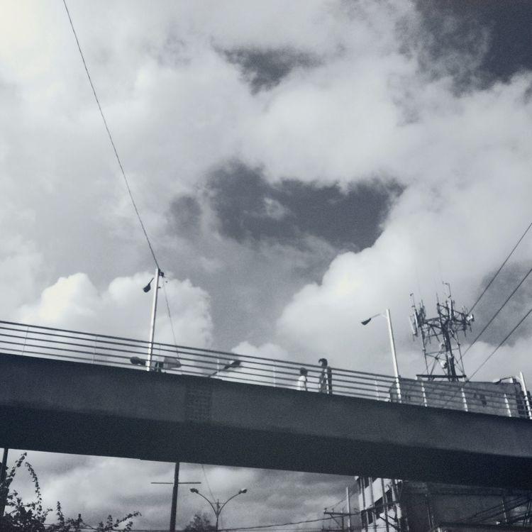 Papunta ka pa lang, pabalik na ako. Hipstamatic Street Overpass Mono