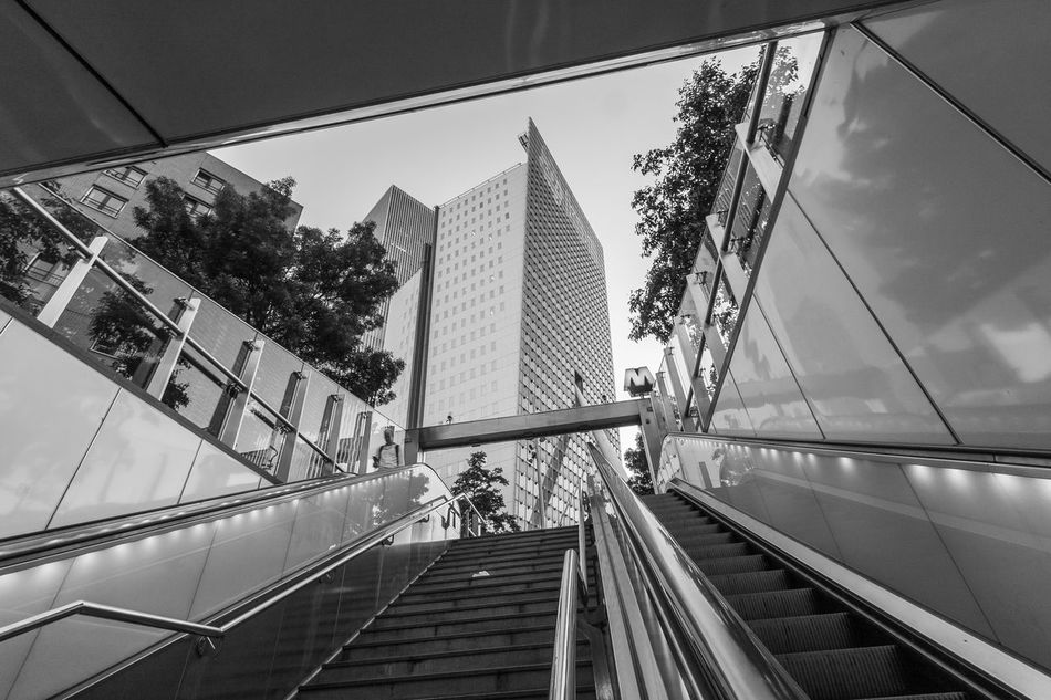 Zerozomermissies2016 Zerofotografie.nl Blackandwhite Architecture Rotterdam Rotterdam Architecture Lines And Shapes EyeEm Best Shots EyeEm Gallery City Connection City Life Diminishing Perspective The Netherlands Escalator Modern Blackandwhitephotography Learn & Shoot: Leading Lines Showcase September Architecture Blackandwhite Photography City Streetphotography