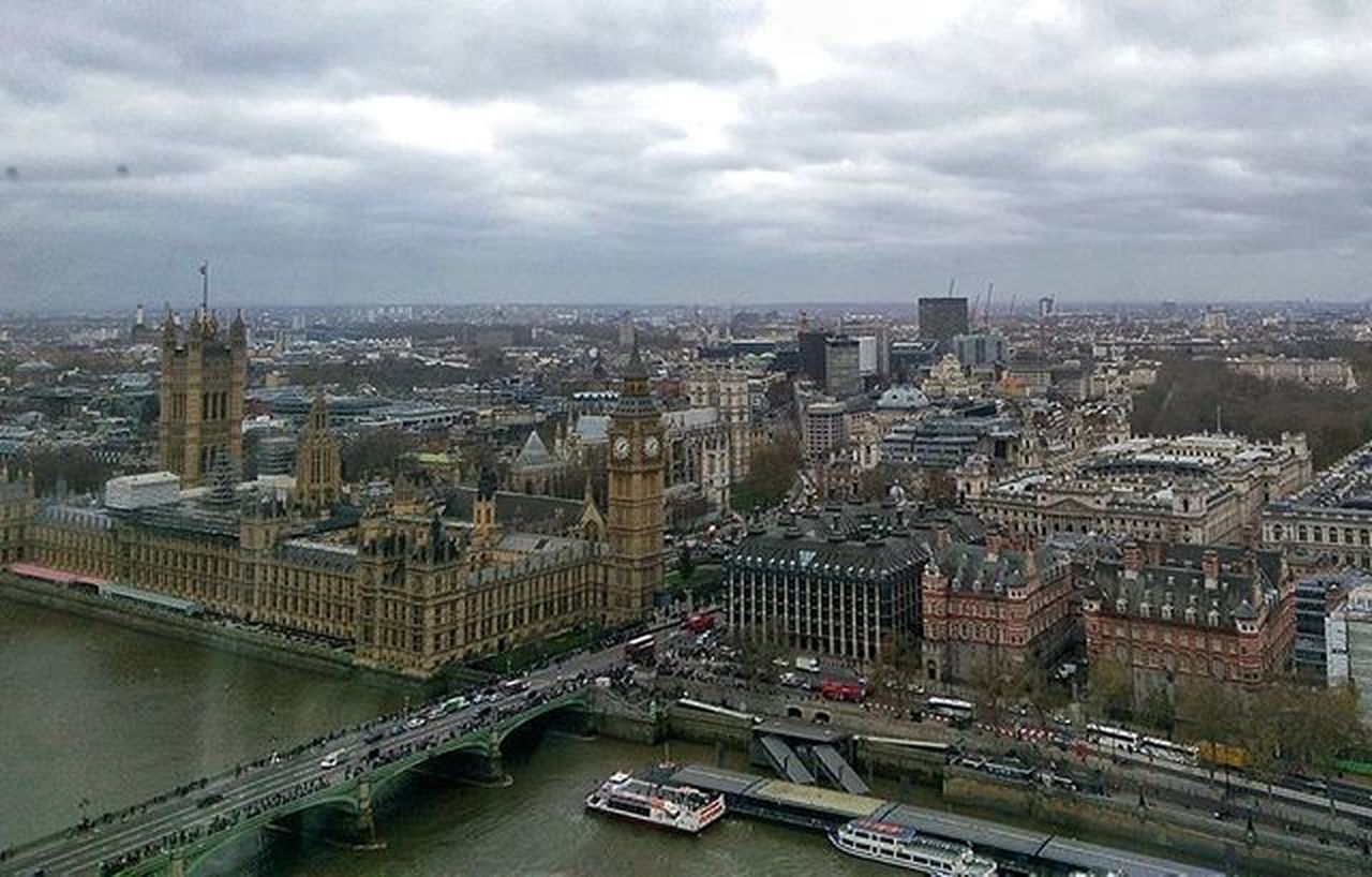 Every time someone visit me in London and they are up for the big Tour , one of the stops that need to be made is the LondonEye . Bigben Londonviewpoints Londonviews Housesofparliament Londonphotography Mobilephotography Htcphotography Htcphotography Htcm8 HTC Family Familyvisit Nofilter POV