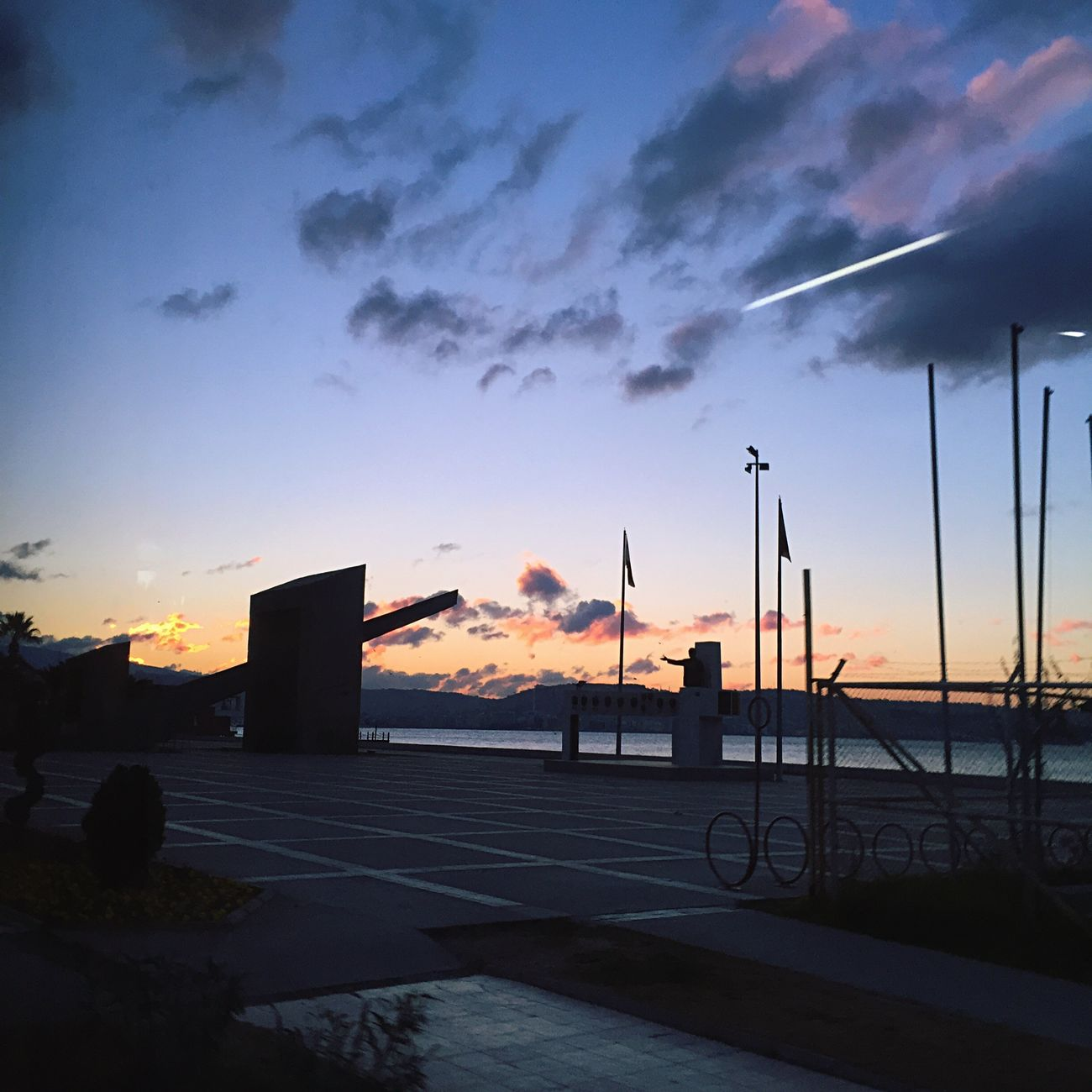 Izmir Izmirlife Sun Sunset Vscocam Taking Photos 2015  Anıt Meydan Clouds Cloudporn Clouds And Sky Cloudscape IPhoneography Sabahın Koru Happynewyear 🎅🏽