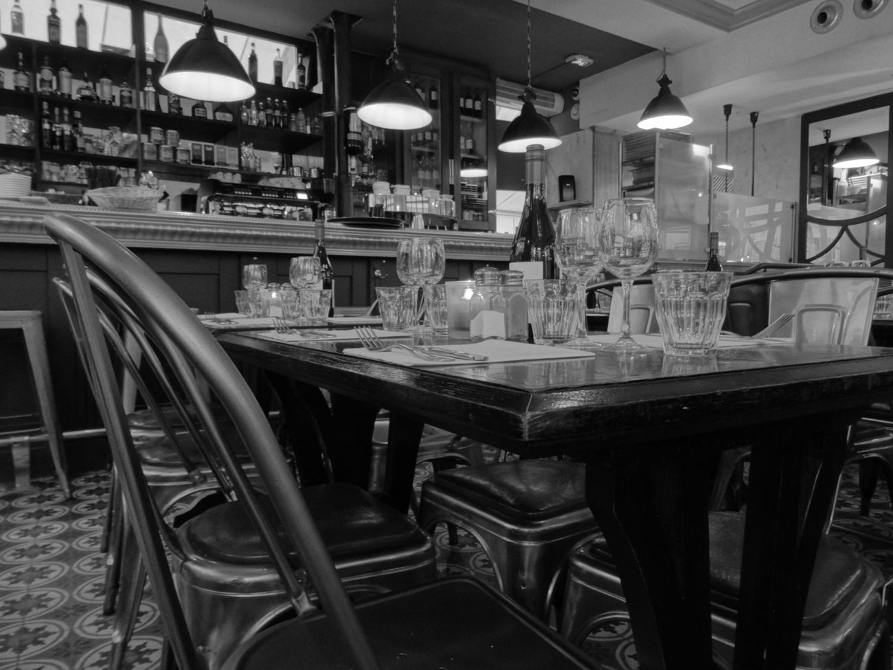 Table Food And Drink Industry No People Indoors  First Eyeem Photo Blackandwhite Noir Et Blanc Street City Palatium Restaurant Restaurants Restaurant Decor Restauration Restaurant Interior Design Restaurant Table Restaurant Art Resto Bordeaux France Bordeauxbynight Bordeauxmaville Bordeaux By Nigth Bordeauxtourism Bordeaux_focus_on
