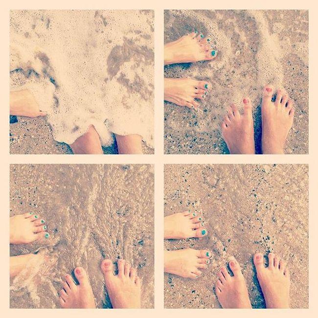 Let the waves hit your feet, and the sand be your sit. 🌊👣😊😃👌💜Sea Peace Bliss Waves Effect Blue Aqua Editing Edited MalabarHill Malabarhills Things2doinmumbai Mumbai Mumbaiinstagrammers Instagram Realxing Mumbai_lifestyle