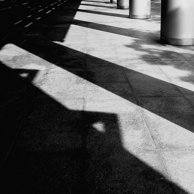 Triangles Light And Shadow Darkness And Light Shadows Pillars Bnw Bnw_city Bnw_society Bnw_photo Bnw_collection Bnw_planet EyeEm Bnw EyeEm Gallery Eyeemcollection Eyemphotography Eyeem Architecture