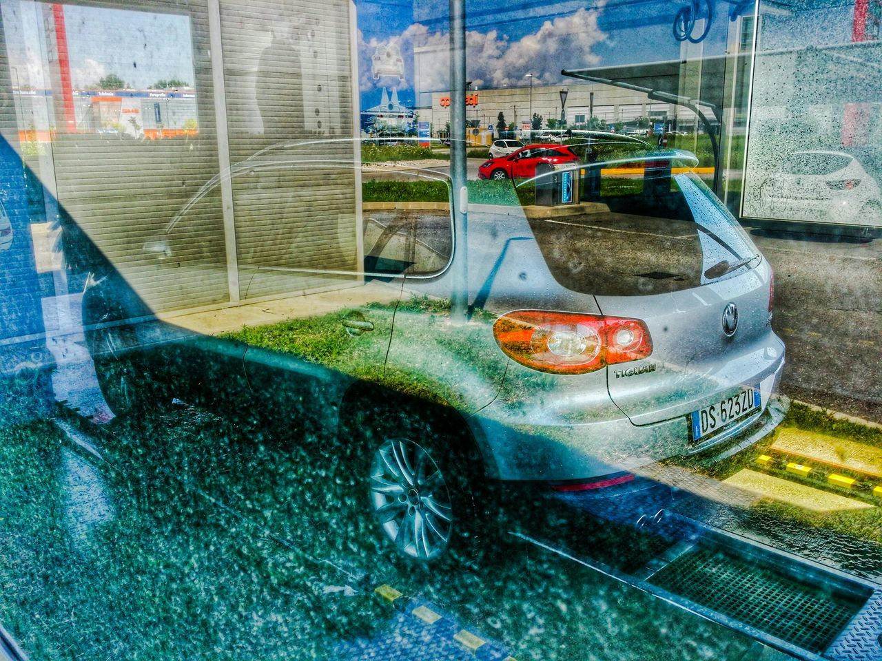 Playing with transparencies, multiple reflections and shadows all combined together can be very exciting as well as totally disappointing. A fast eye and a solid experience are not enough, you need to be assisted by a relevant amount of luck to intercept and nail on a photo that sudden and volatile Glitch. Carwash Reflections Shadows Transparencies Leading Lines Dynamic Curved Edges Metallic Frame Unscratchable Display