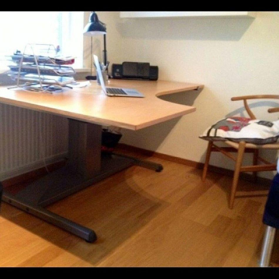Kinnarps Origo höj/sänkbart kontorsbord. Bra skick, 3000kr. Viss prutmån vid snabb affär. Kinnarps Origo Bord Stenungsund