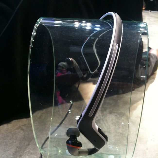 Awesome Bluetooth headphones for practicing sports by Motorola Mwc2013