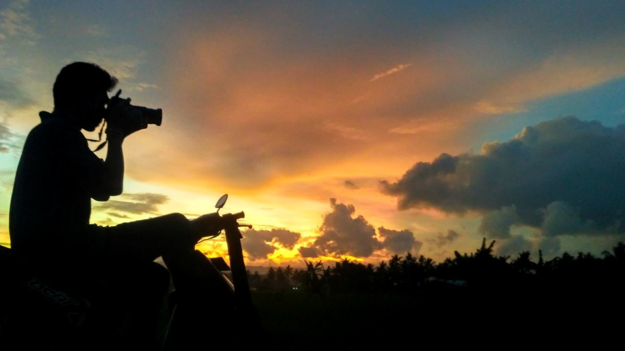 My Year My ViewCatch the beautiful view of the lens Photography Themes Photographer Sunset Camera - Photographic Equipment Only Men Outdoors Waiting Game Nature Nature First Eyeem Photo Indonesia_photography Purwokertoituindah Purwokerto INDONESIA