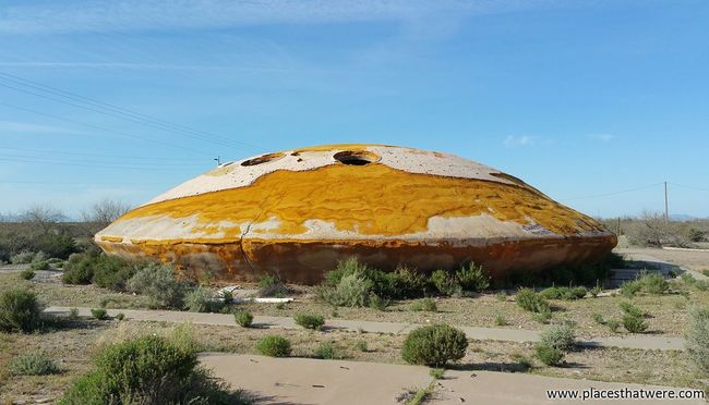 Saucer in the desert. More here: http://www.placesthatwere.com/2015/11/mysterious-abandoned-casa-grande-domes.html Abandoned Places Urbex Derelict Abandoned Buildings Decay Abandoned Urban Exploration Industrial Decay Arizona UFO Flying Saucer Ruins Architecture