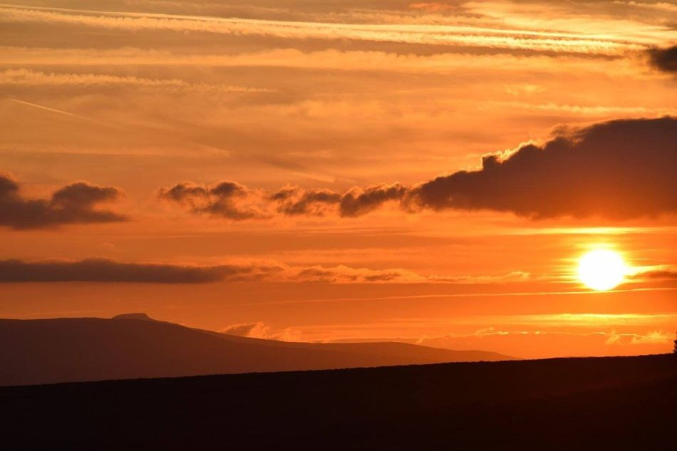Sunset on The Sugar Loaf. Looking towards Pen y Fan Sunset Sunset #sun #clouds #skylovers #sky #nature #beautifulinnature #naturalbeauty #photography #landscape Sunset And Mountains Sugar Loaf Abergavenny Pen Y Fan Brecon Beacons