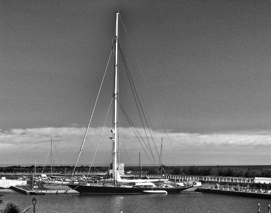 Welcome A Board Marinagri Italy Black & White