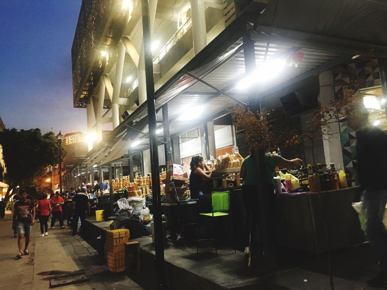 Toda la Dulzura en un solo lugar Illuminated Night Large Group Of People Market City Food City Walking Disfrutando De La Vida