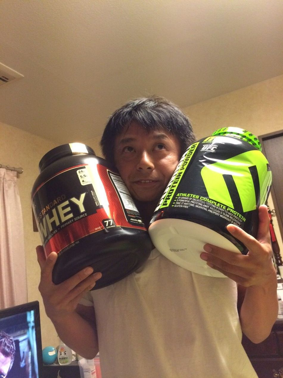 World everybody, hello. Welcome to the world of the muscle. The strongest protein arrived. Happiness. (^^) Muscles Goldgym Enjoying Life Good Times Yammy!!