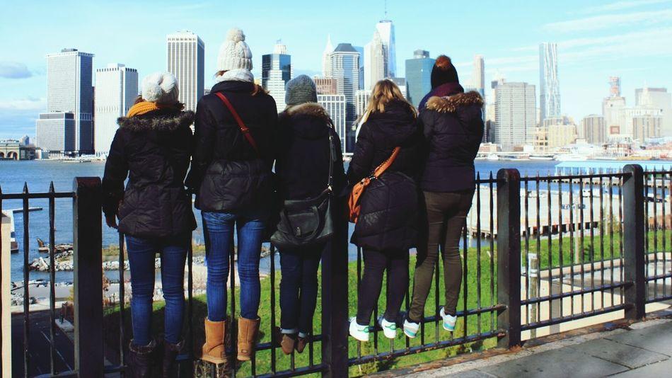 New York City Brooklyn Brooklyn Heights Promenade Manhattan Manhattan View City View  Holidays Friends Enjoying The View Sunny Day Relaxing Friendship Profiter Du Moment Present