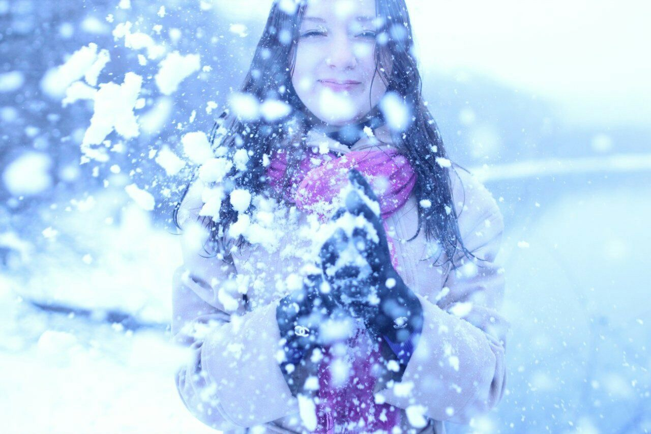 Beautiful stock photos of weihnachten, 20-24 Years, Asian And Indian Ethnicities, Cold Temperature, Day
