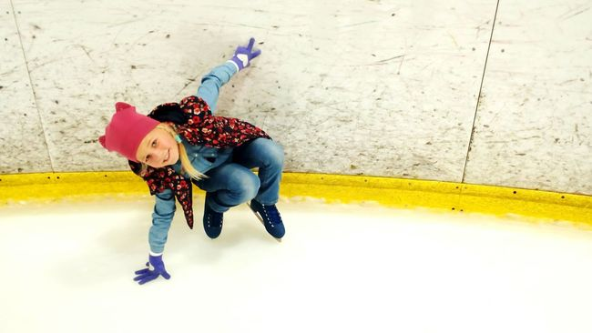 Fun Sport Ice Hockey Photographic Day Skates Ice Ice Rink Daughter Colors Of Sankt-Peterburg Transportation City Life Walking Famous Place Best City In The World Sankt-Petersburg Russia People And Places