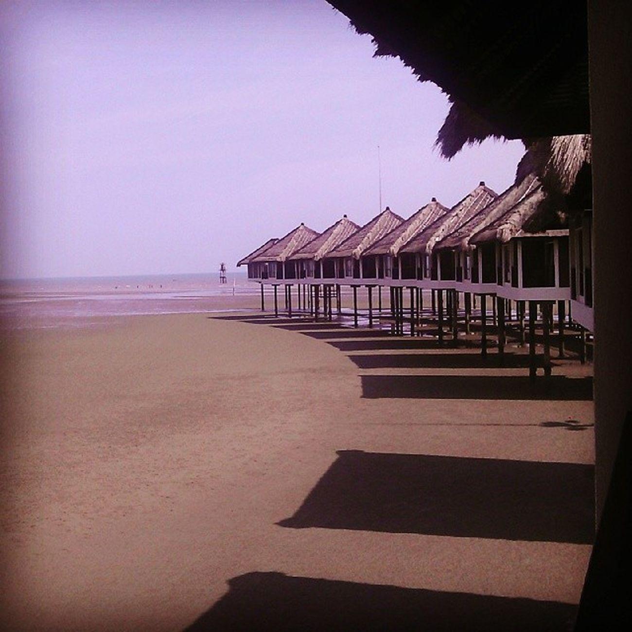 Di tepi pantai yang indah.... Sepanggoldcoast Sepang Beach Resort Pantai