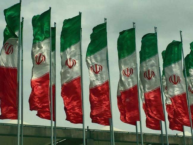 Iranian Photography Iranianphotographers Iranian Art Iranshots Iranian Artist Irantravel Flag Flags Windy Windy Day Taking Photos Tehran Shahre_aftab SoroushNosrati Photoshoot Enjoying Life Iran