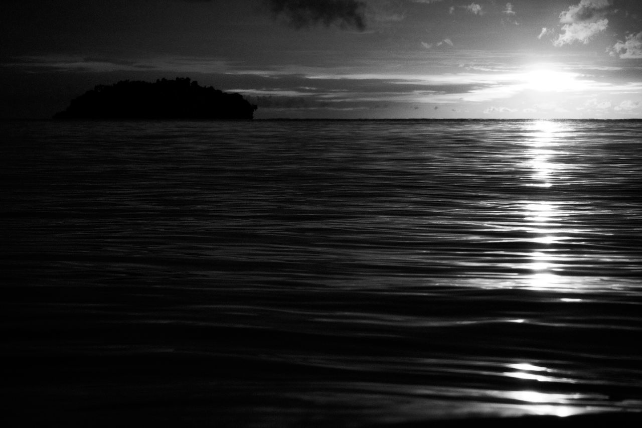 Koh Chang Thailand Sunset Island Life Black & White Black And White Photography Bnwphotography Bnw_collection Black And White Black&white Black And White Sunset BnW Sunset Sunset Over The Sea Sunset Over Water Sunset Over Sea Sunset At The Beach Island Sunset Island View  Islandlife Island Ko Chang Waves Rolling In Sun Reflection On Water Black And White Collection  Vacation Destination