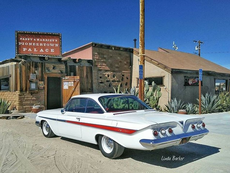 Cruised to Pappyandharriets in Joshuatree for lunch & wandered thru Pioneertown for our 33rd Anniversary while the rest of the crew played golf... 61chevy Impala Bubbletop