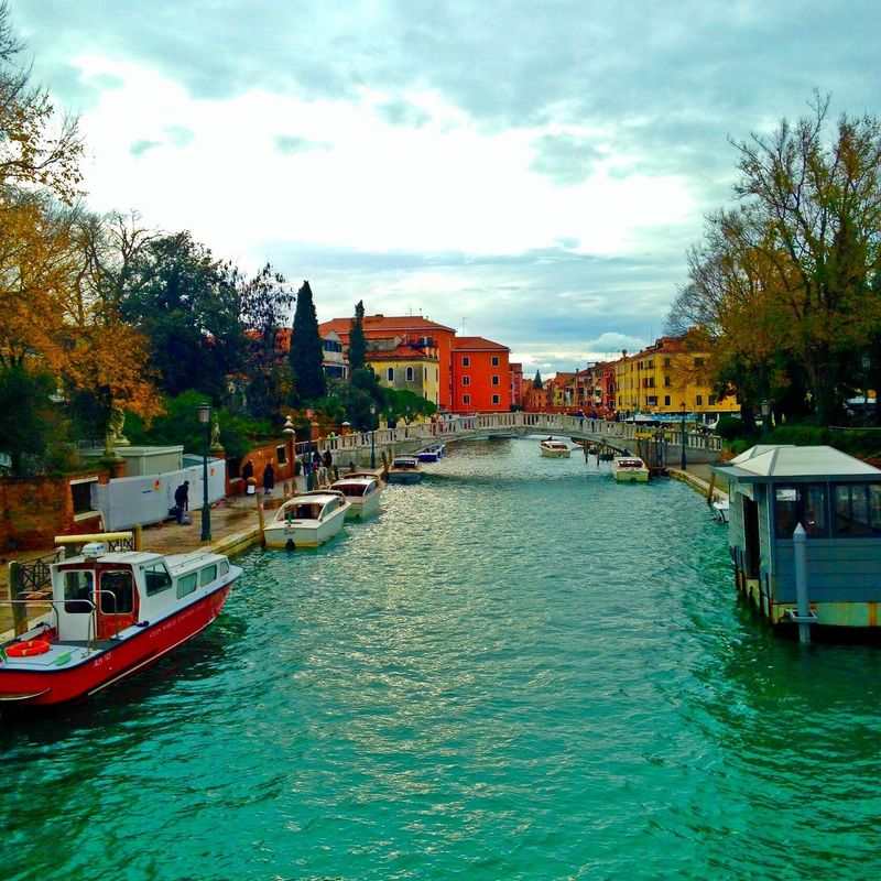 I miss knowing the world without your colors... Venice River Architecture Building Exterior City Italy❤️ Writersofeyeem Bluesjeans Travelblog Writergram Travelling Writerblog Travelblogger Travelgram Wanderlusting Wanderlust Outdoors Travelgirl Wanderlust. Travel Traveling Travel Photography Feeling Imnotthereyet