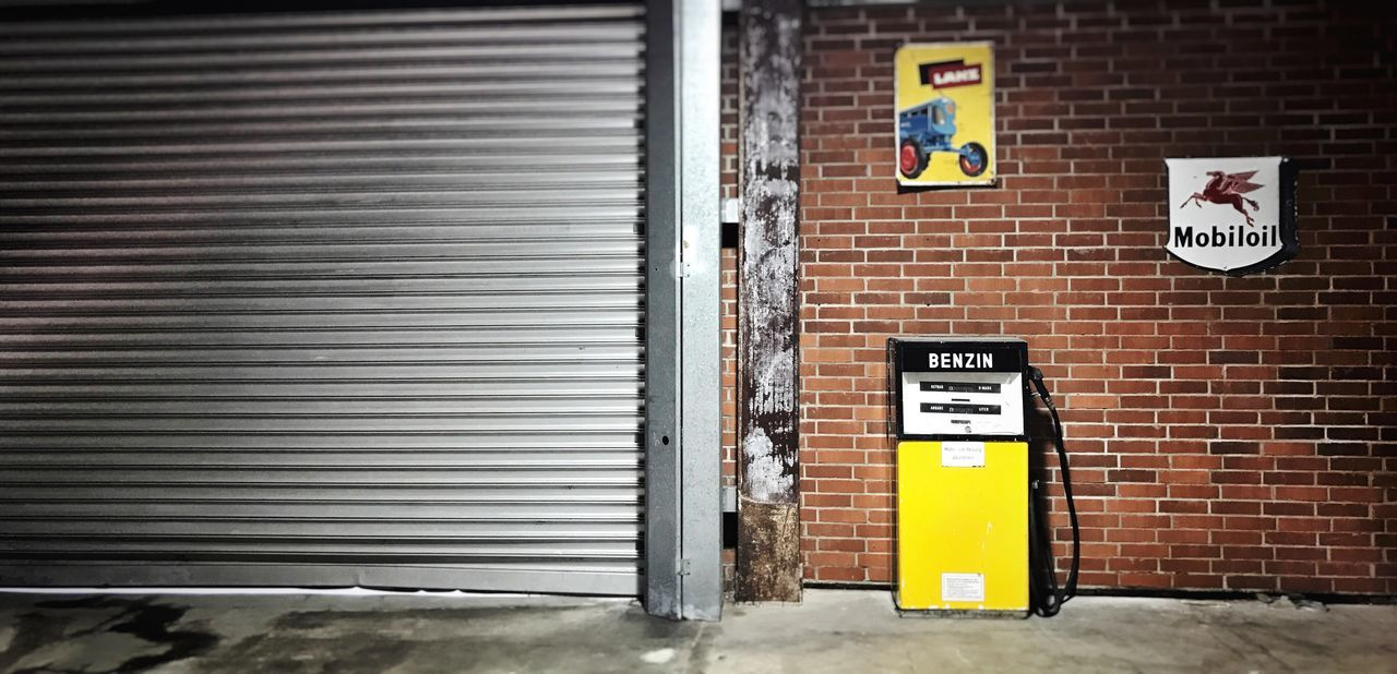 Built Structure Shutter Communication No People Architecture Corrugated Iron Ruhrgebiet Ruhrpott Day No Parking Sign Gas Station Gas