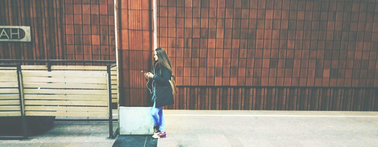Subway Metro Metro Station Underground Urban Girl Wall Waiting Smart Simplicity Indie