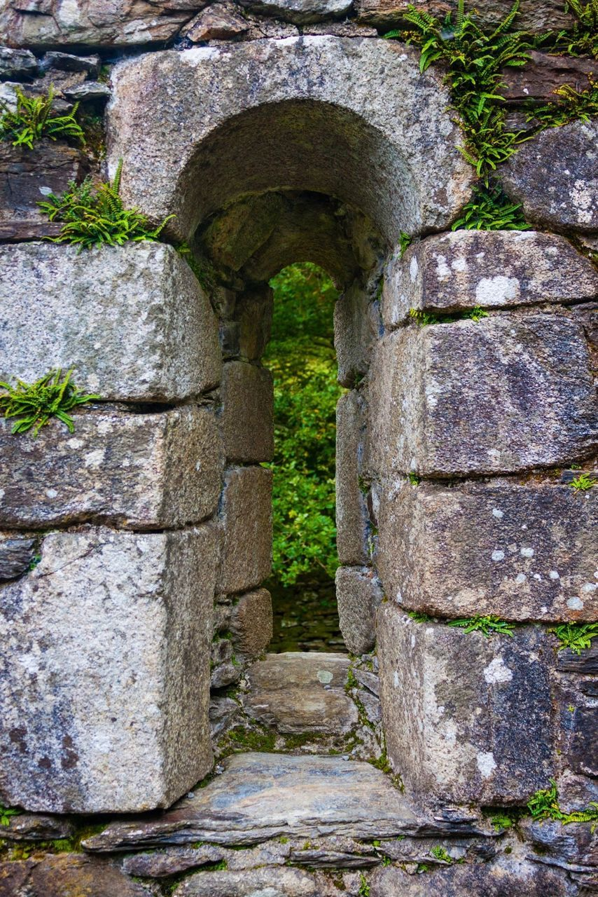 stone wall, built structure, architecture, stone material, history, day, old ruin, outdoors, no people, castle, building exterior, moss, water, ancient civilization, close-up, nature