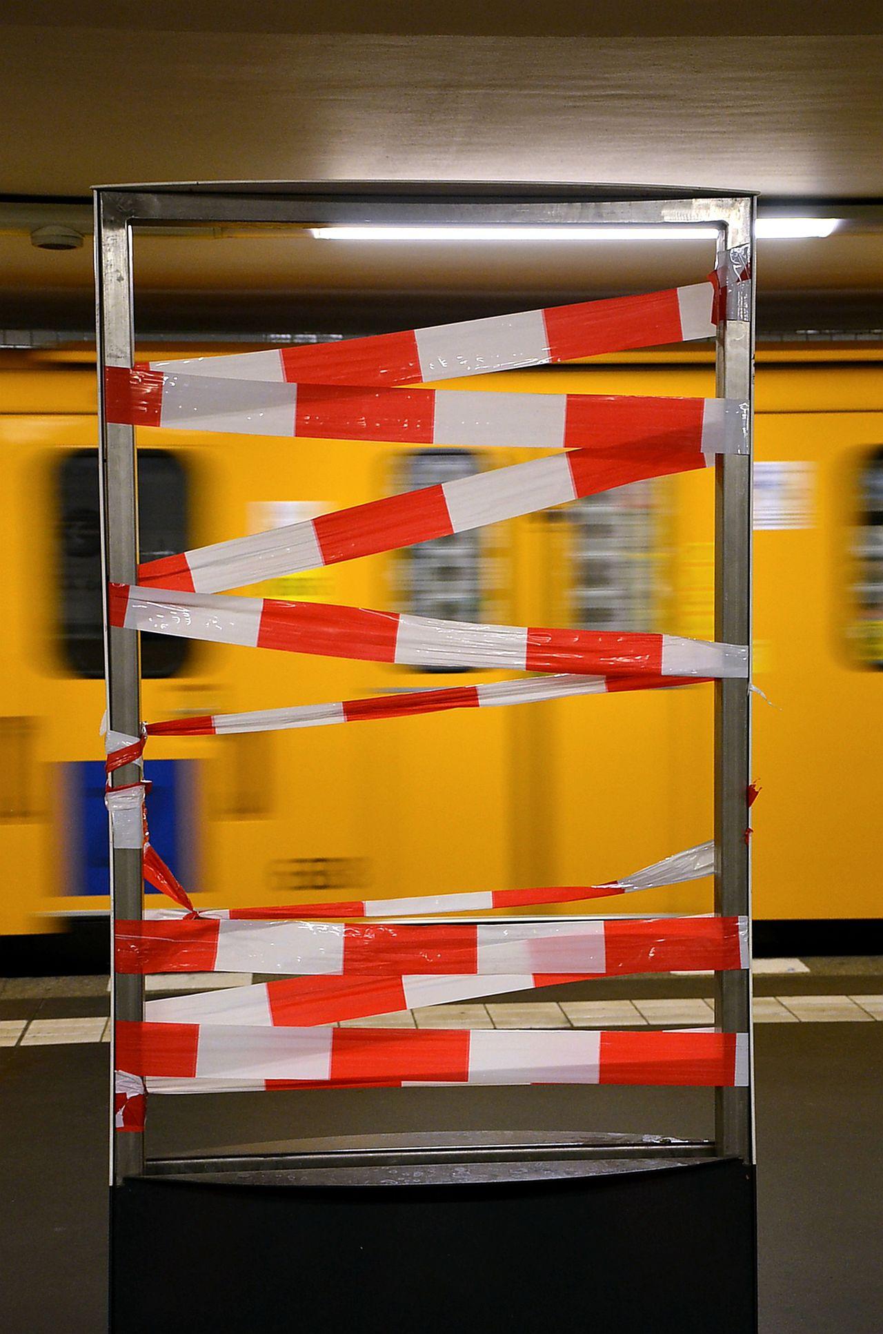Colour Of Life BVG - Berliner Verkehrsgesellschaft Berliner Ansichten Ubahn Berlin Redyellow Abgesperrt Abstraktekunst Abstract Streetart Donotcross Barrier Abstraktas Redline Bvg Design Bvg Berlin Modernart Donotenter Potzdamer Platz
