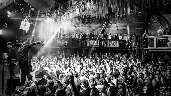 Concert Concert Photography Black And White Popular Music Concert Performance Real People Live Event Nightlife Indoors  Club Hands Up