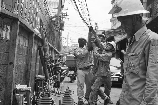 Street Photography Black & White People Working Hands At Work Streetphoto_bw Maintenance Work