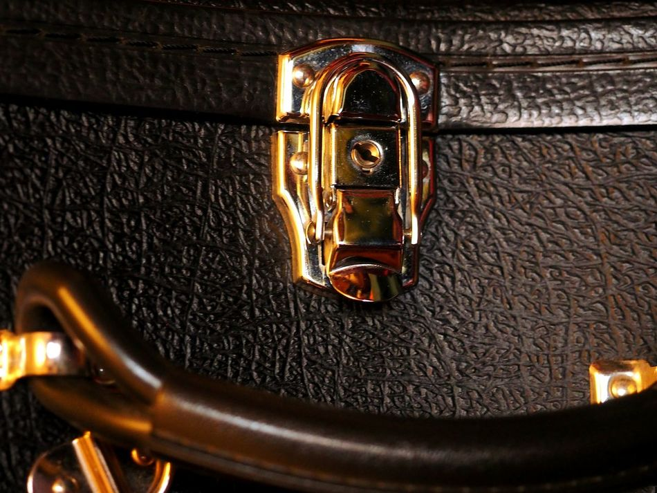Gold Colored Metal No People Close-up Key Studio Shot Night Indoors  Black Background Lock Bag Music Home Locker Leather Black Style Fashion Vintage Oldstyle Keys Contain Hide Secret Olympus OM-D EM-1