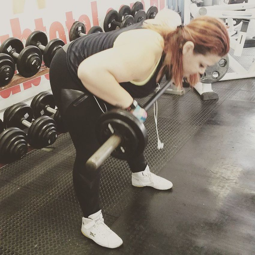 Mulheres também levantam peso! Força minha gatona! Fitness Fit Saúde Saudavel Malhar Ficandoemforma Livestylechange Lifestyle Estilodevida