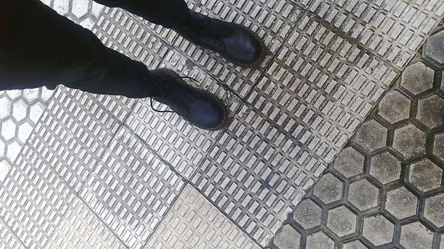 Rainy day 👢☔ Sunday RainyDay Boots Drmartens Black Blackboots  Blackandwhite Blackandwhite Photography Likeforlike Followforfollow Recentforrecent Contrast Streetphotography Street Blackandwhitestreetphotography Macro Beauty