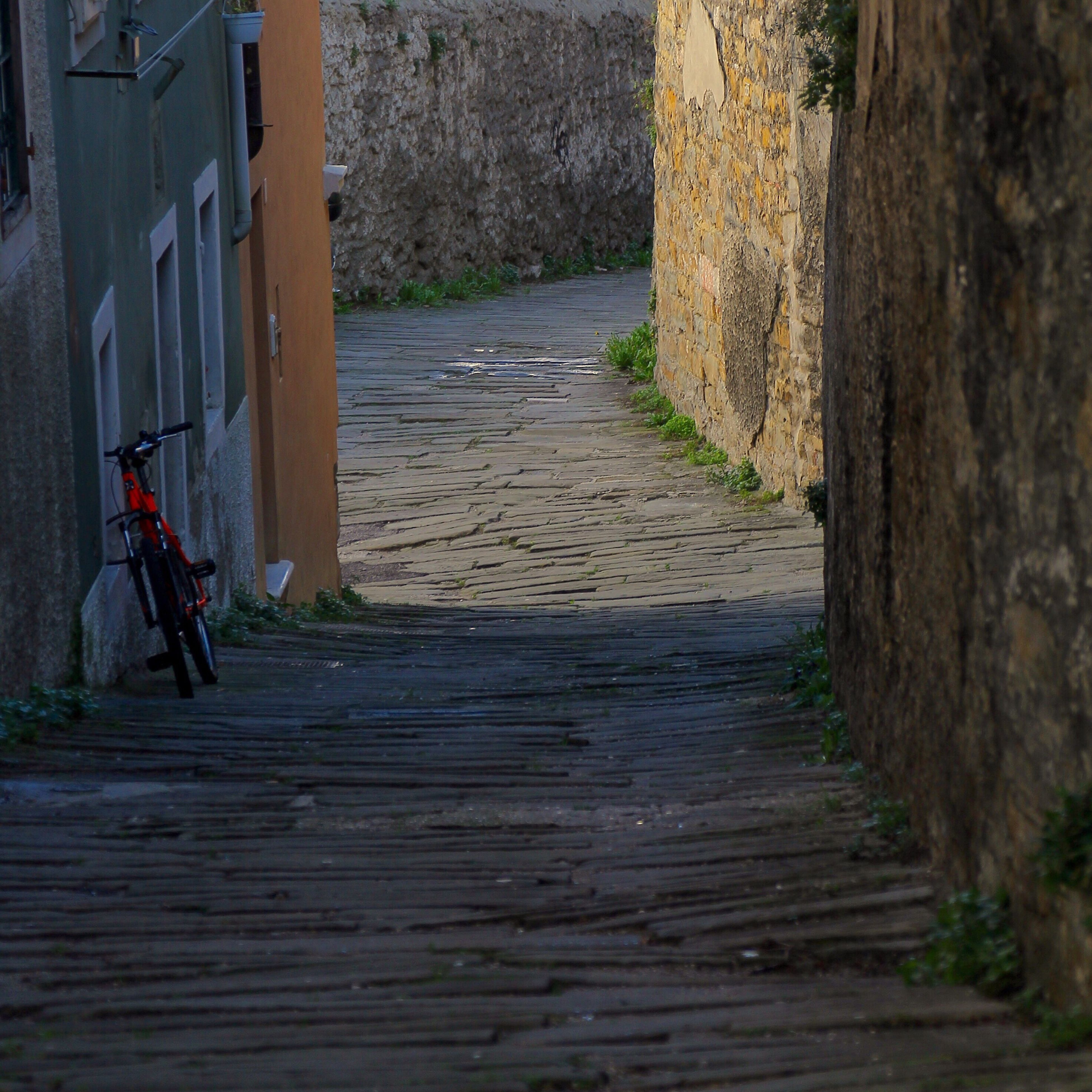 the way forward, architecture, built structure, building exterior, narrow, steps, walkway, walking, pathway, diminishing perspective, footpath, wood - material, wall - building feature, alley, day, street, vanishing point, outdoors