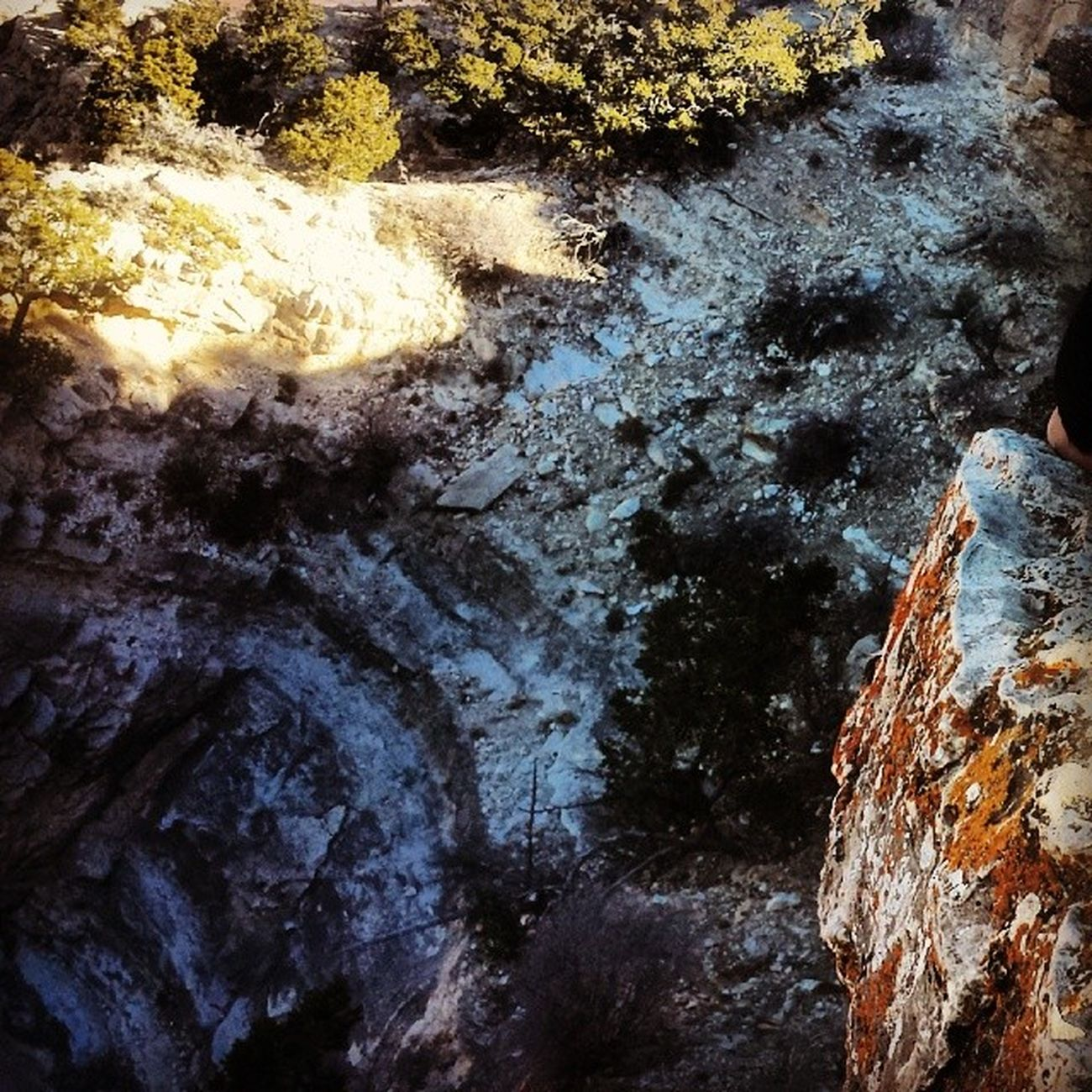 Ty on a ledge pt. 2 Roadtrip Couplesweekend Mountains Canyon coloradoriver tyler tk boof hole ledge cliff fallingoffcliff falling slipping grandcanyonvillage canyon rocks trees