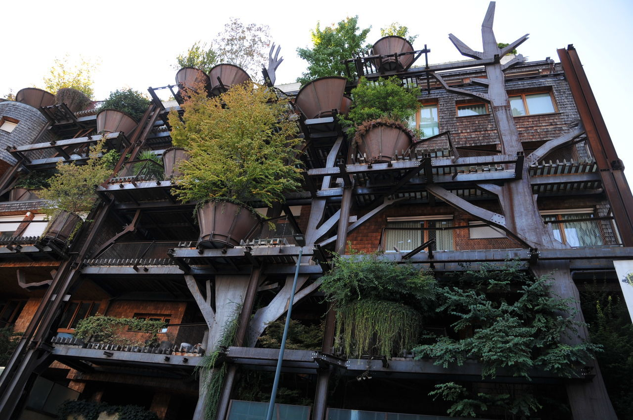 Architecture Balcony Building Exterior Built Structure City Day Green Color Ivy Low Angle View Luciano Pia Nature No People Outdoors PalazzoForesta Residential Building Sky Tree Trees