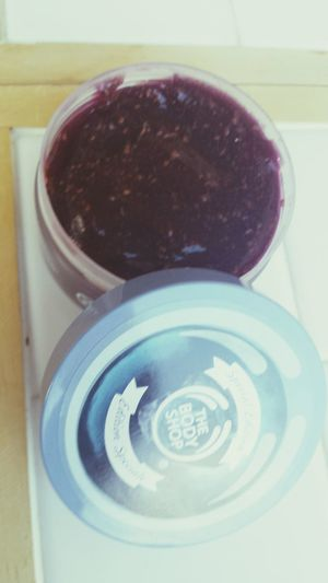 I just want to eat it! Bodyshop Blueberry Bodyscrub -Gelee
