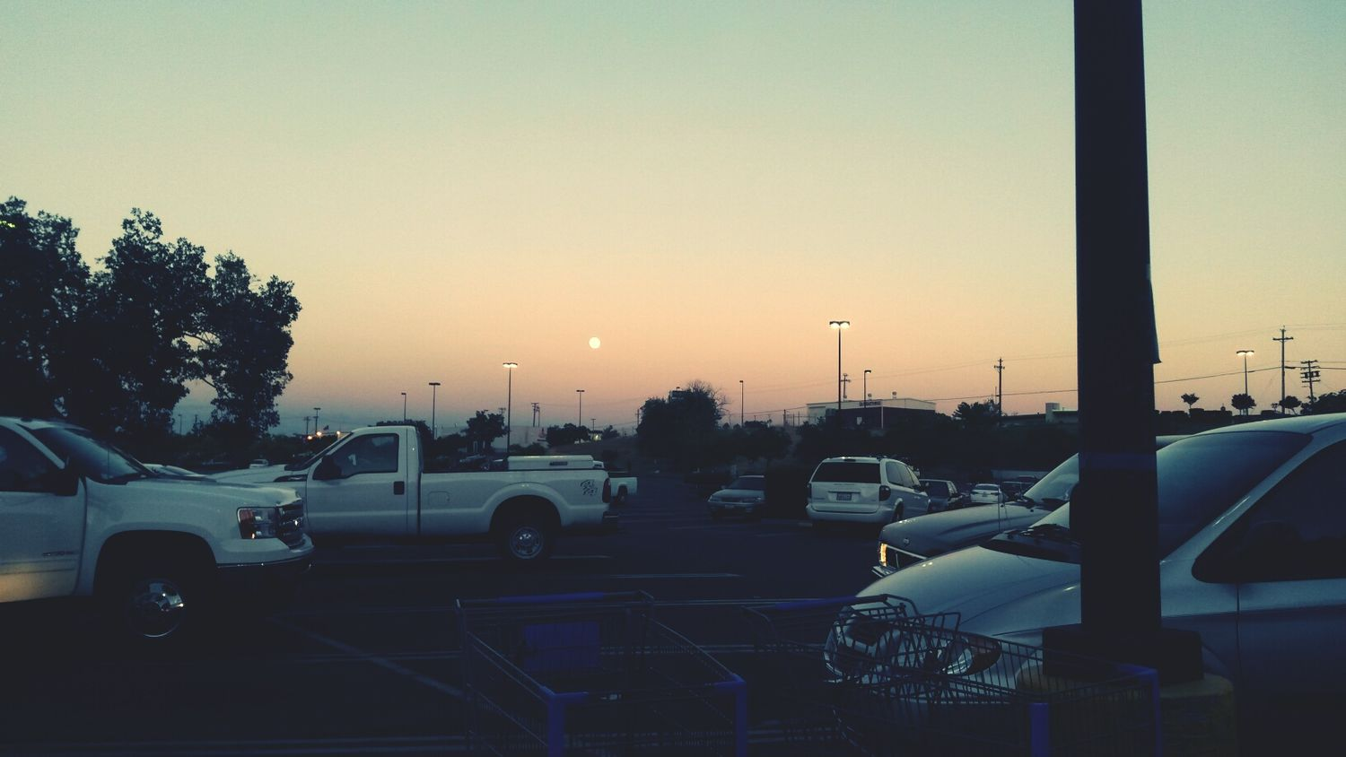 fuck all these ugly ass cars but damn, the sunset is beautiful tonight ??? Hanging Out Gettin Faded Redbox