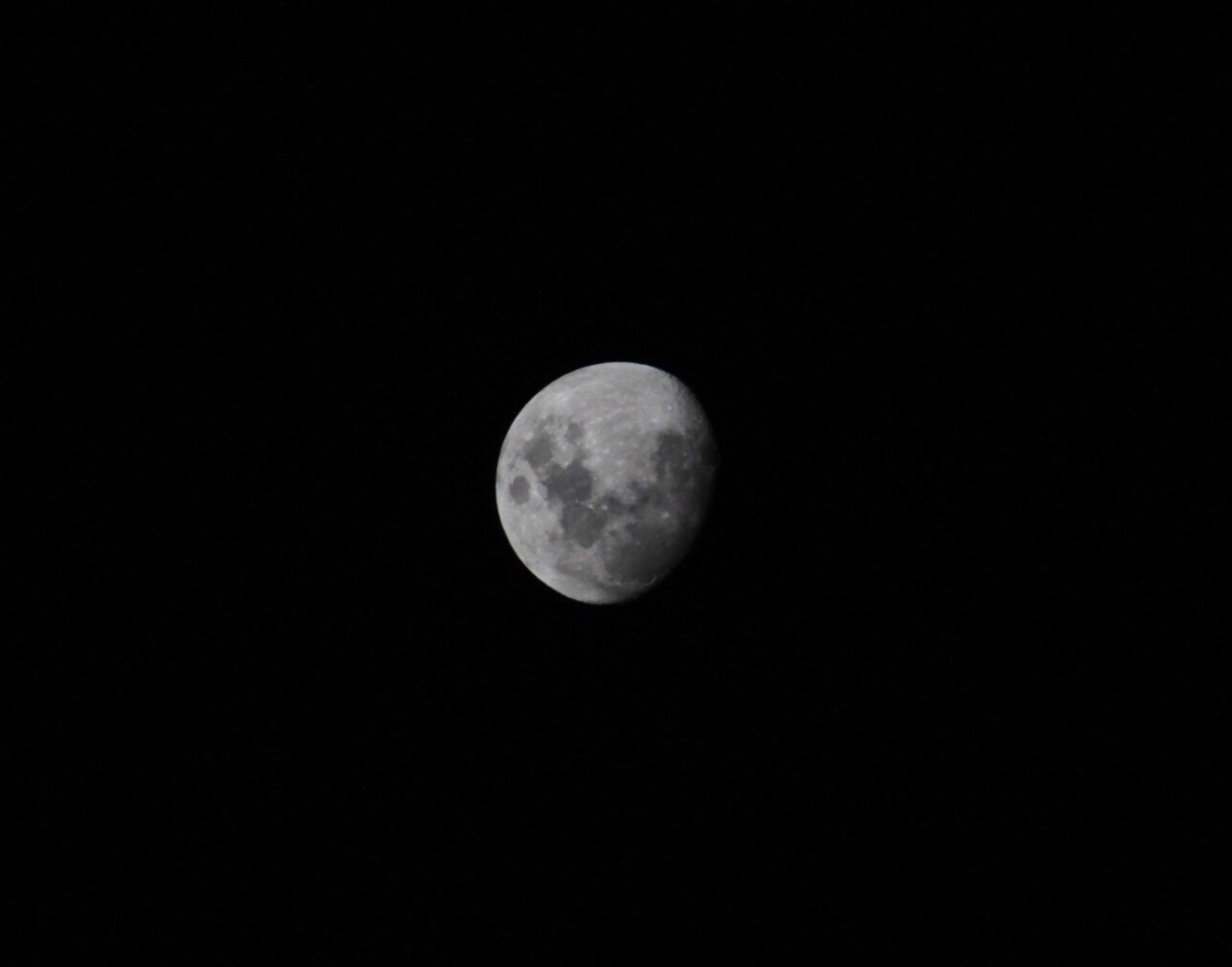 moon, astronomy, full moon, planetary moon, night, moon surface, beauty in nature, tranquil scene, scenics, tranquility, copy space, discovery, circle, low angle view, nature, space exploration, sphere, sky, clear sky, majestic